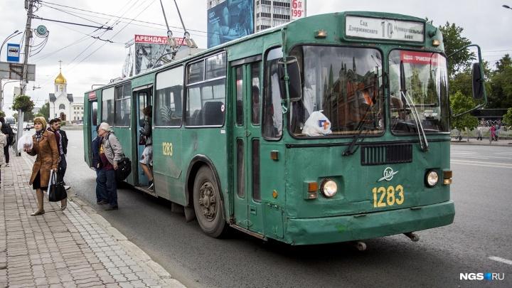Кондуктор троллейбуса, которая выкинула пассажирку из-за сторублёвой купюры, уволилась