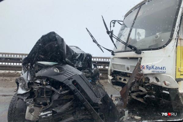 Жуткая авария случилась на мосту в сторону Заволги