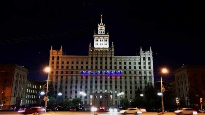 Челябинцев с Днём России поздравили световым шоу