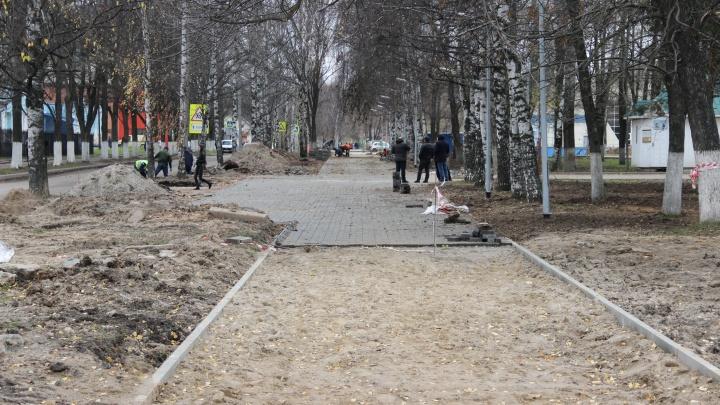 Ремонт за 30 миллионов: в Ярославле в новом парке третий раз перекладывают асфальт