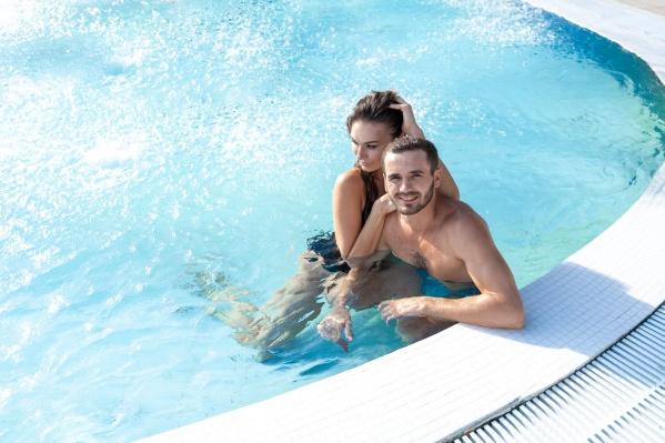 Температура воды 36–48 градусов делает купание на свежем воздухе комфортным и приятным