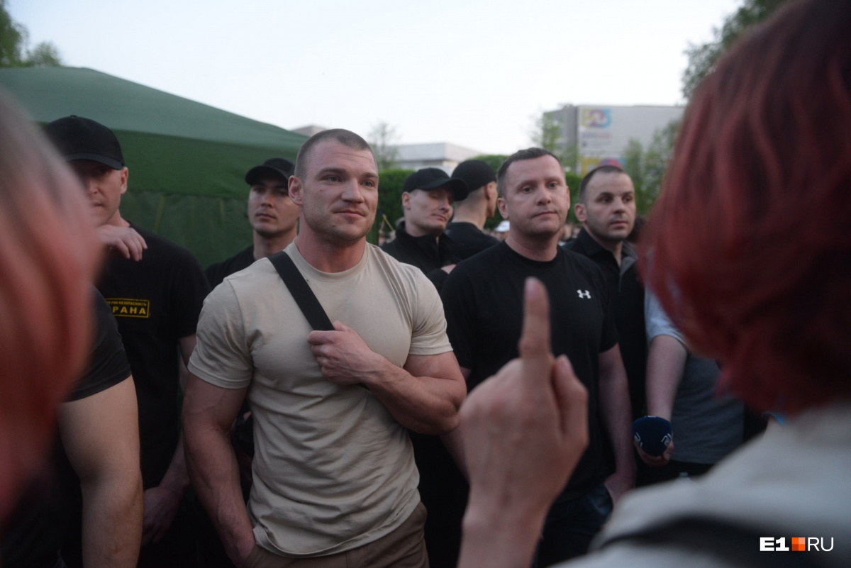 Обещали продолжить: горожане бились за скверв Екатеринбурге больше десяти часов