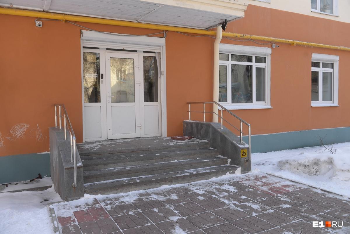 Офис фирмы ИП Уткин находится на проспекте Ленина, 5/1. Они часто меняют название, но адрес остается неизменным