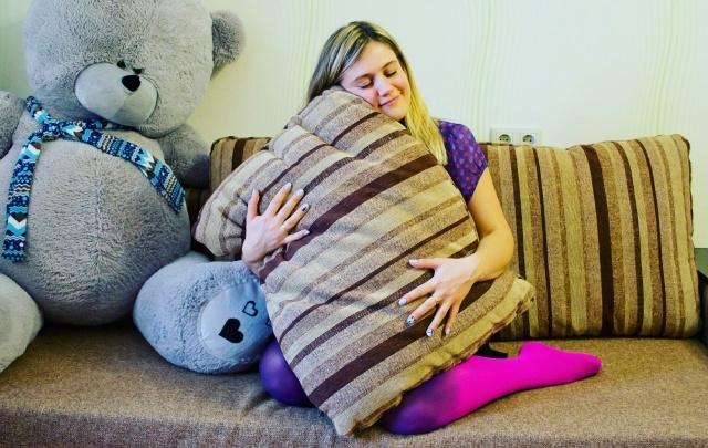 Работа мечты: уфимка устроилась испытателем диванов