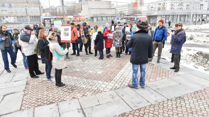 «Это крупнейшая градостроительная ошибка»: активисты устроили пикет против стройки ледового дворца