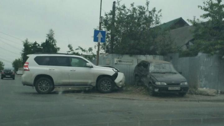 «Выбило боковые стекла»: в Самаре Toyota протаранил ВАЗ-2114