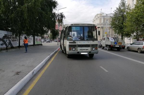 ДТП с участием автобуса произошло 28 августа: автобус начал движение раньше, чем успела выйти пенсионерка, она получила травмы