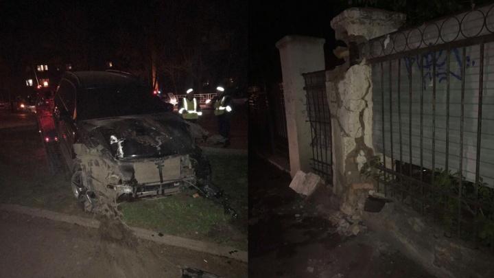 В Уфе Mercedes на скорости въехал в Ford и затормозил в бетонную стену