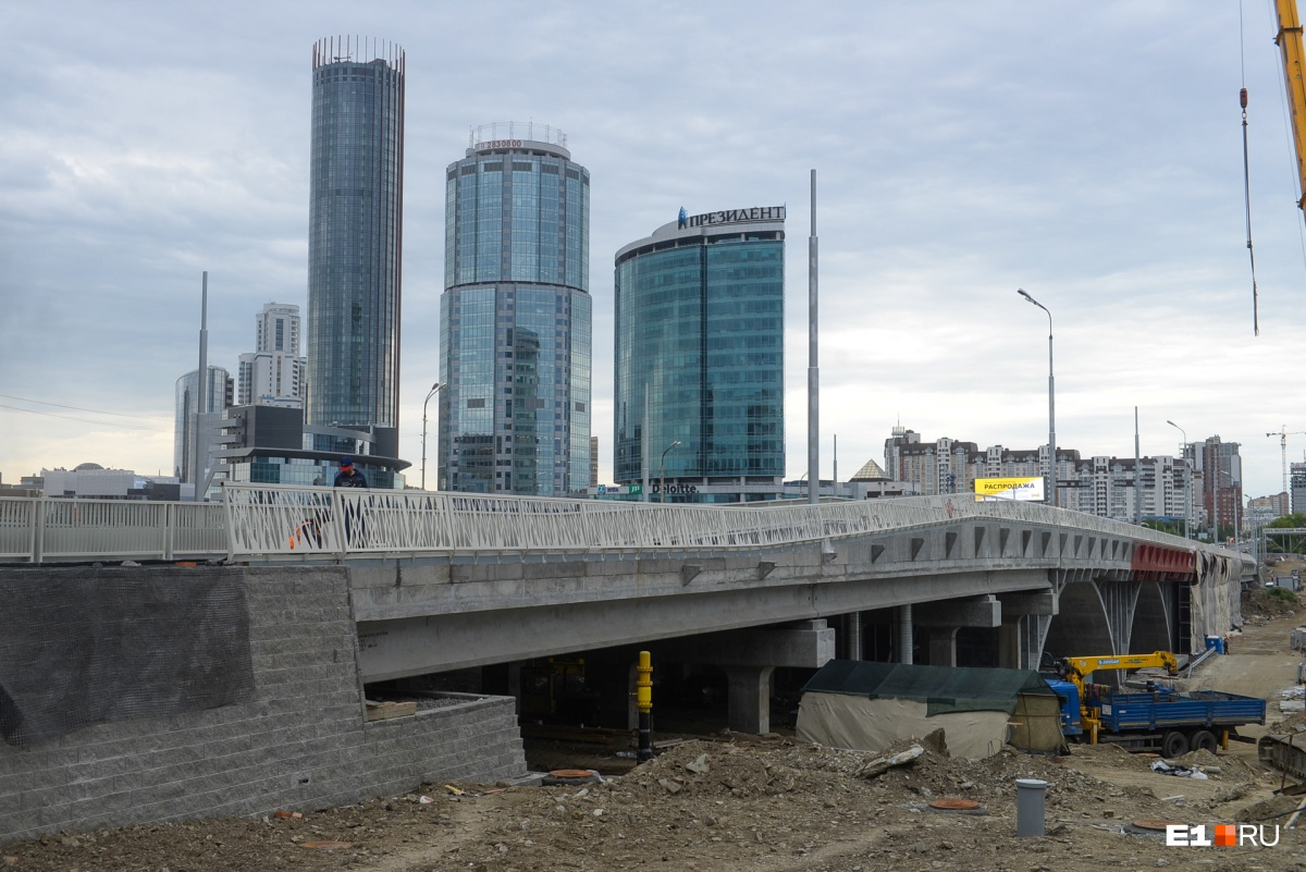 Поехали! Движение по Макаровскому мосту наконец открыли