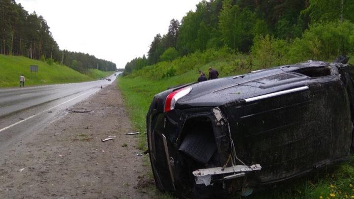 На трассе Тюмень — Омск Toyota на скорости улетела в кювет. Водитель погиб на месте