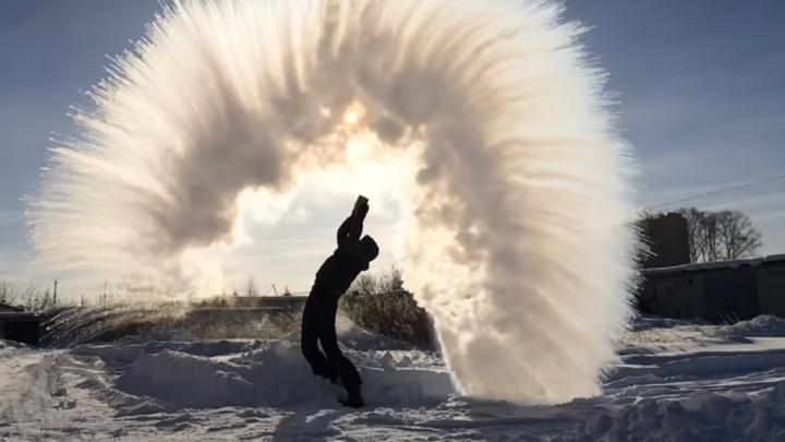 #Дубакчеллендж: выливаем на морозе кипяток, чтобы снять эффектное видео