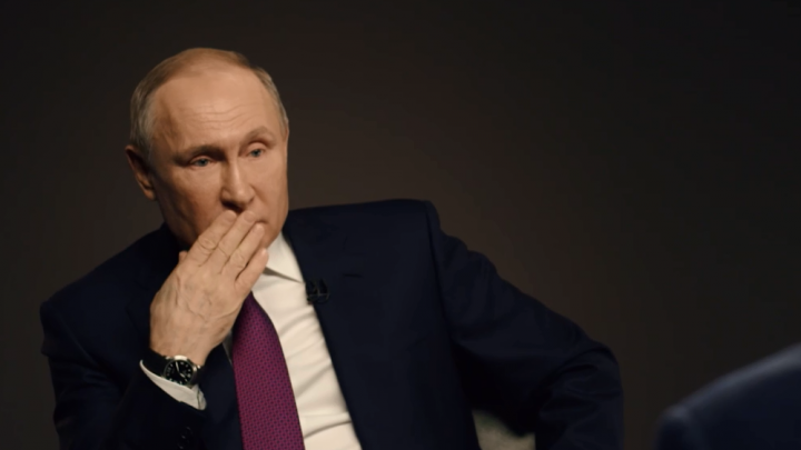 Владимир Путин рассказал, как менял правительство