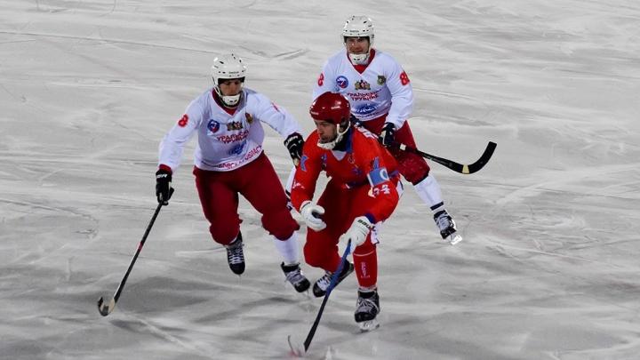 Хоккей с мячом: «Сибсельмаш» одержал победу над «Уральским трубником»