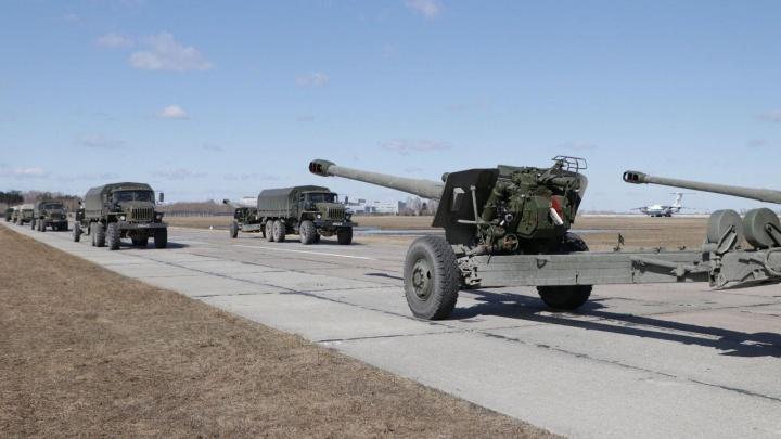 В Новосибирск пригнали пушки и ракетные комплексы для парада 9 Мая