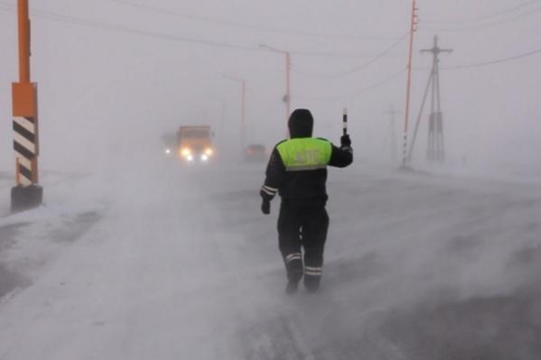В Норильске уже несколько дней бушует черная пурга и мешает видимости на дорогах