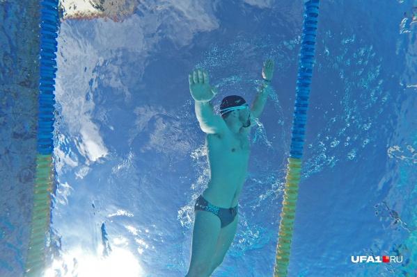 Плавание укрепляет организм, помогает улучшить осанку, улучшает кровообращение