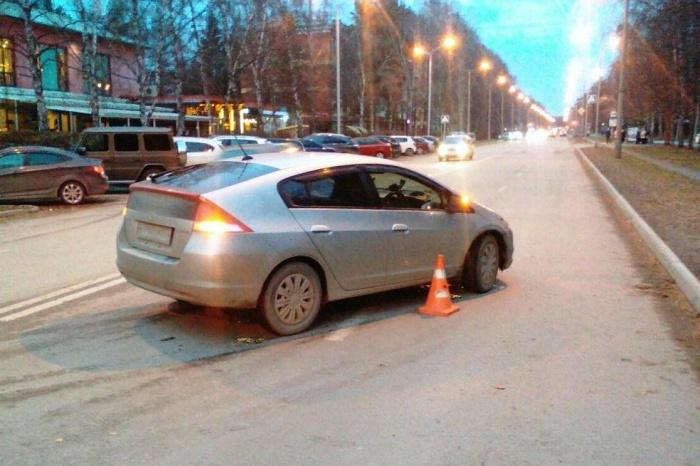 Автомобиль выезжал из двора и сбил переходившего дорогу мужчину