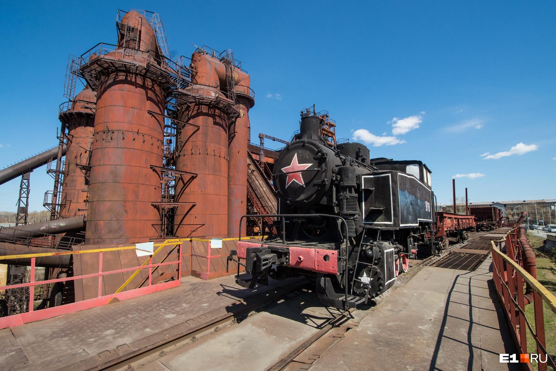 В последние годы работы завода руду подвозили по железной дороге, а вплоть до конца XIX века использовали гужевой транспорт