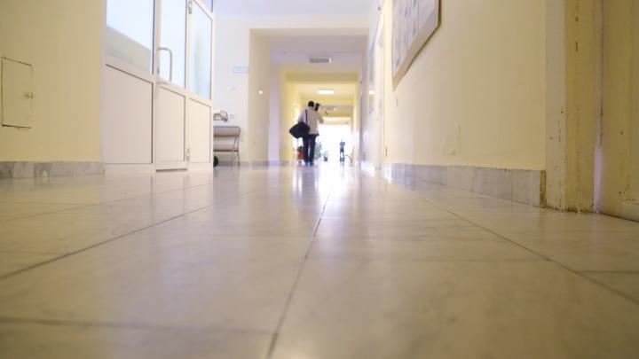 Рядом была записка с именем и возрастом: в поликлинику на Вторчермете подбросили младенца