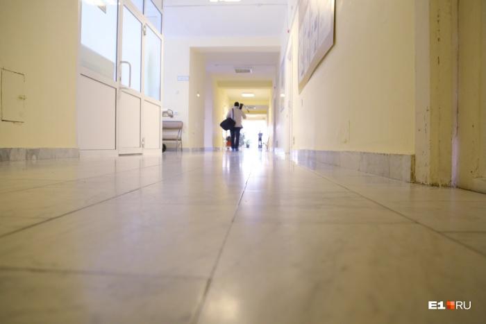Трехмесячную девочку обнаружили в коридоре поликлиники