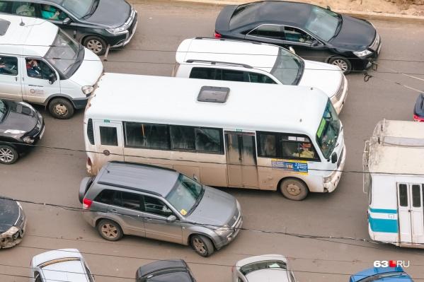 Без выделенных полос транспорт застревает в пробках