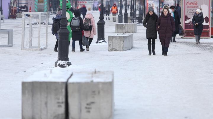 «Такого нет даже в Москве»: зачем главную пешеходную улицу Челябинска заставили бетонными блоками