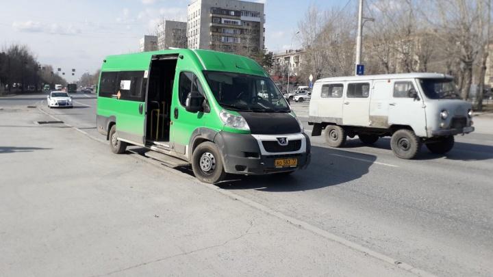 В Тюмени водитель маршрутки сбил ребенка, который перебегал дорогу. Мальчик в реанимации