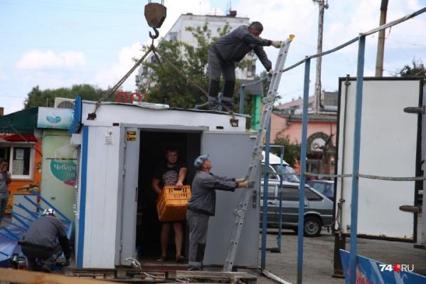 По мнению депутатов, ларьки должны демонтировать так же быстро, как эвакуируют машины