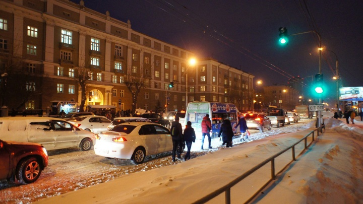 В Новосибирске после снегопада подскочил уровень пробок