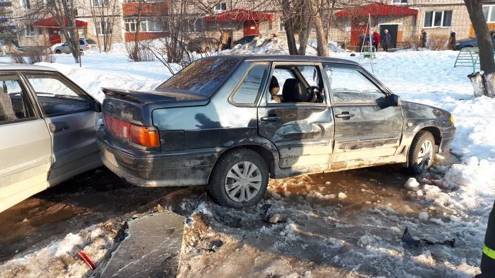 В Кунгуре пьяный водитель сбил женщину с ребенком и врезался в три машины