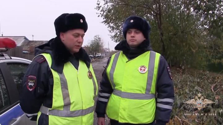В Омске из горящего частного дома спасли трёх детей