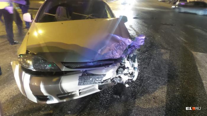 У обоих автомобилей разбита левая передняя часть