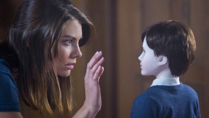 Омич пожаловался на учительницу, которая показала маленьким детям фильм ужасов «Кукла»