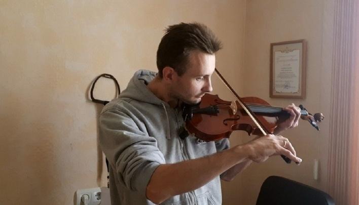 Мужчину, который заставил прохожего сыграть на скрипке «Мурку», отдали под суд