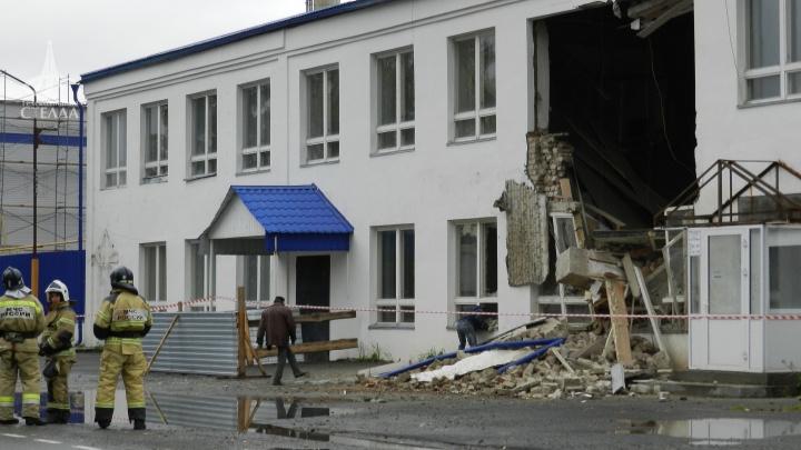 Осколки кирпичей летели в разные стороны: в Ялуторовске рухнула стена двухэтажки
