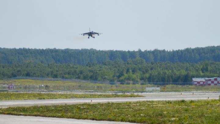Звук пролетающих боевых истребителей оглушил жителей Академического и Химмаша