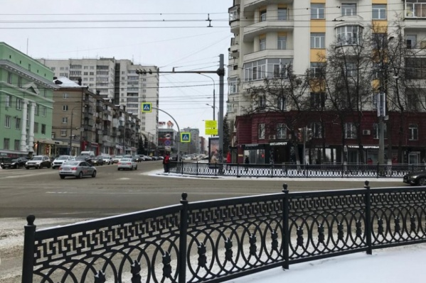 Сейчас перейти проспект Ленина на этом участке напрямую невозможно