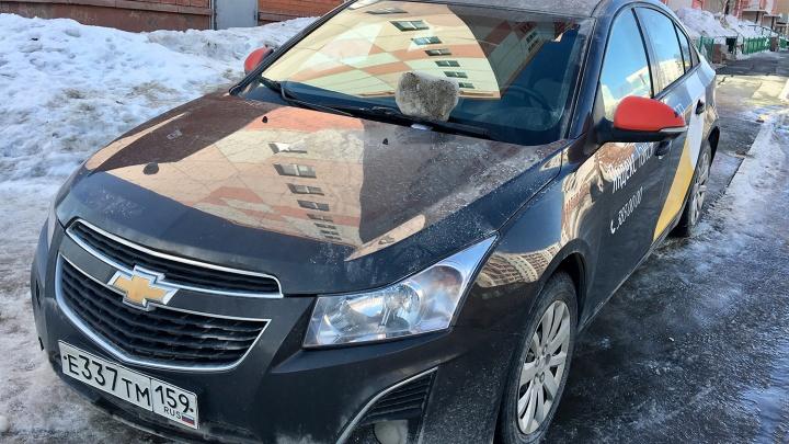 «Я паркуюсь как чудак»: куском льда по лобовику — нечего тут стоять