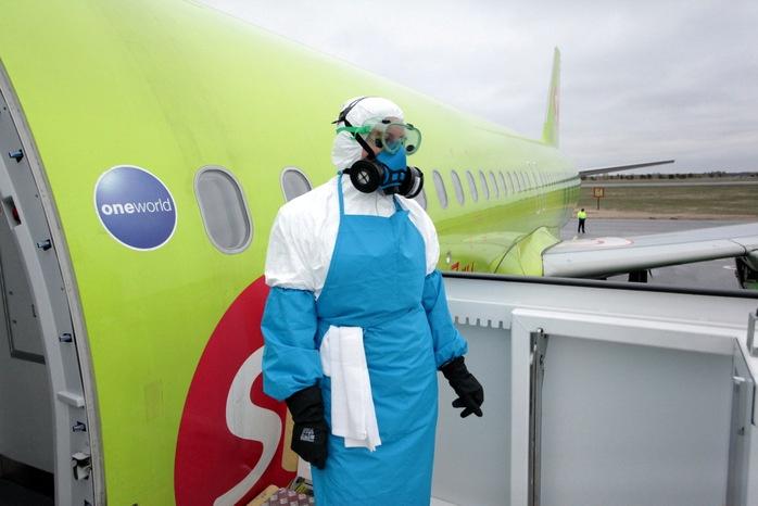Согласно легенде, на борту самолёта находился больной особо опасным заболеванием