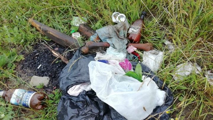 «Свалка с останками»: в Ярославле рыбаки сфотографировали кучу мусора с человеческими костями
