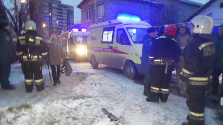 На Уралмаше двое маленьких детей отравились угарным газом в пожаре и погибли