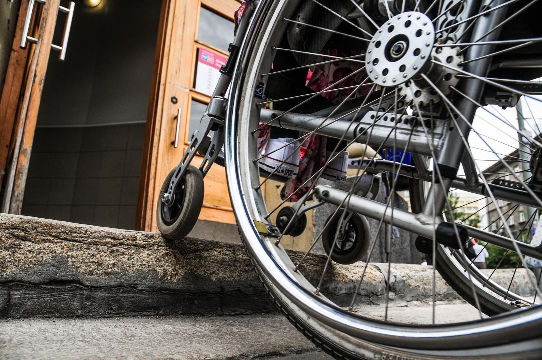 То, что для простого человека— один маленький шаг, для человека с инвалидностью— серьёзное препятствие