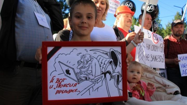 «В Россию возвращается рабство»: фоторепортаж с пикета профсоюзов против пенсионной реформы