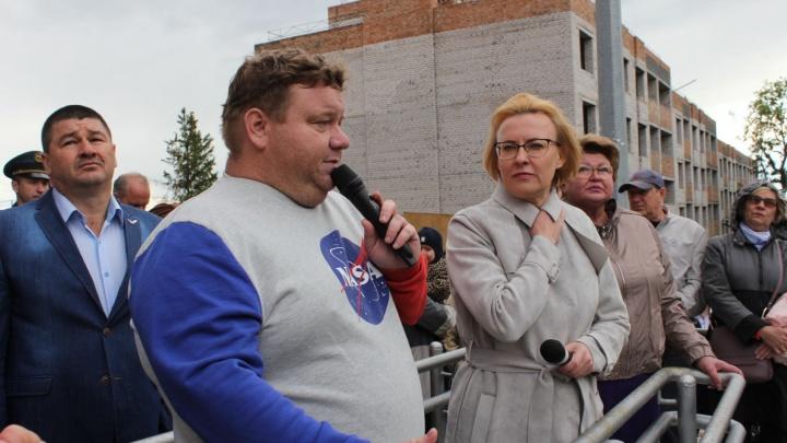 Советник губернатора Дмитрий Колчин раскритиковал проект школы на Пятой просеке