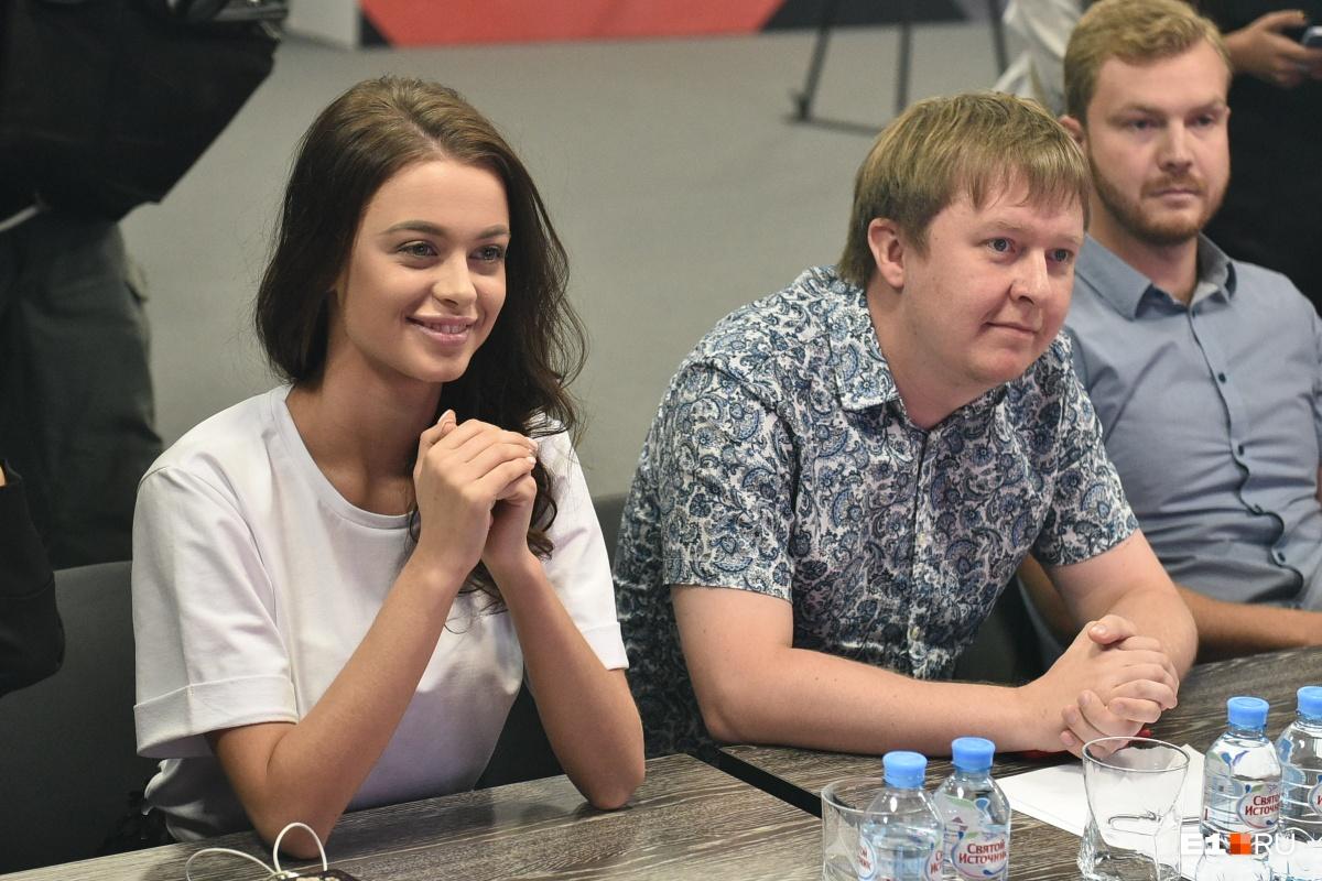 Выбирали финалисток журналисты городских порталов и новая мисс Екатеринбург — Арина Верина (первое интервью с ней можно почитать по ссылке )