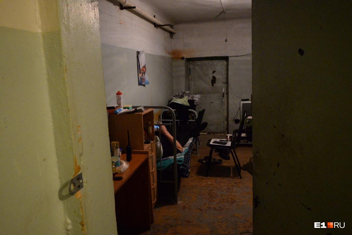 В подвале ещё находится ЧОП