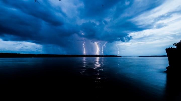 Кратковременные дожди и грозы: МЧС предупредило об ухудшении погоды в Прикамье