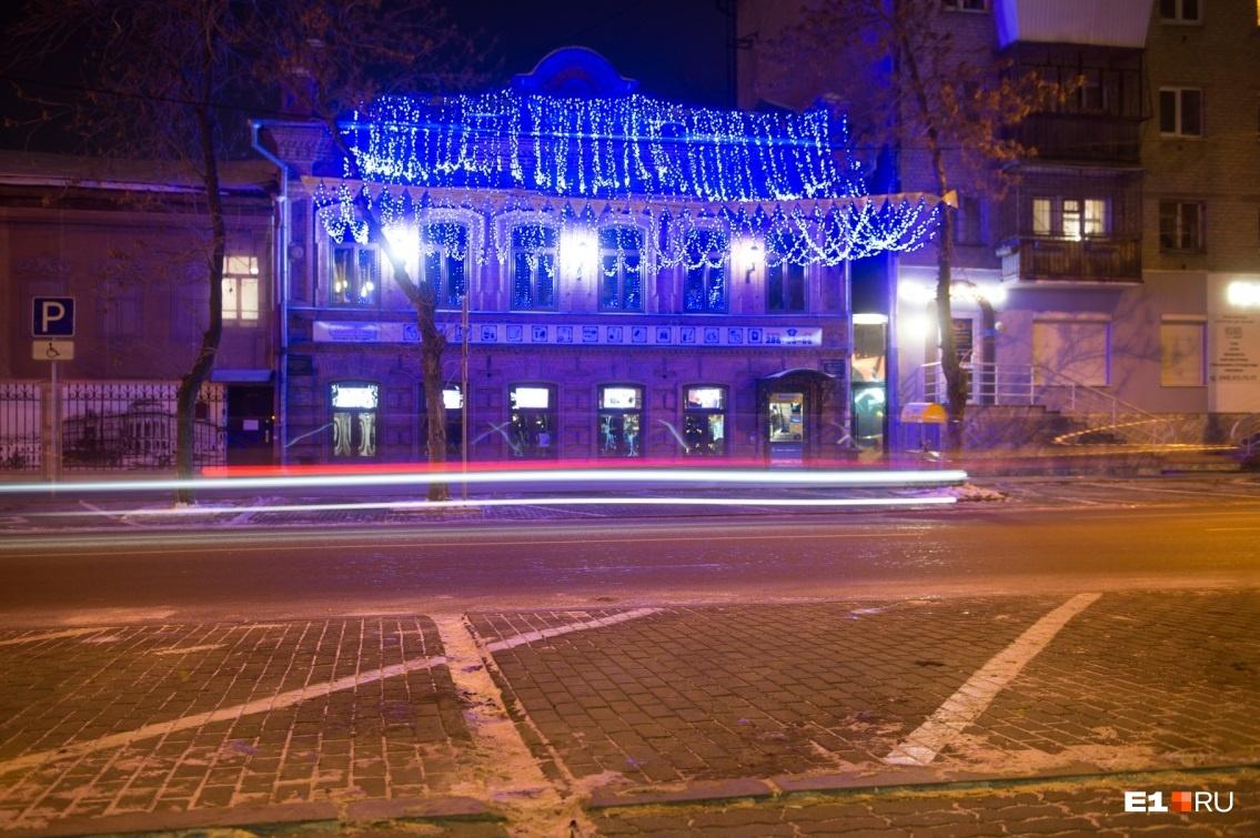 Екатеринбург в этом году украсили очень выборочно