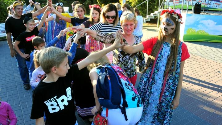 Найди мафию, встань в хоровод и «Сделай Громче»: в Волгограде закроют сезон летних развлечений