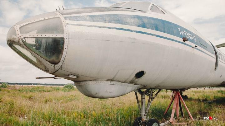 У тюменской компании, которая не платит зарплату работникам три года, забрали шесть самолётов